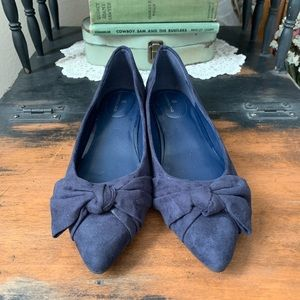 Bandolino flats, new, suede blue with bow